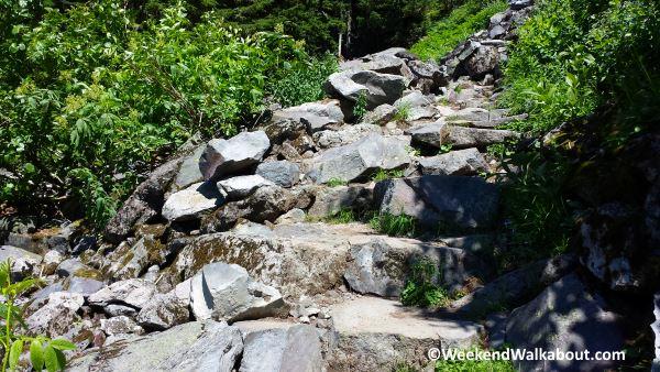 comet-falls-rock-trail